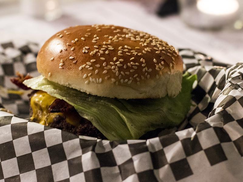 Hamburger a Milano, Prima Parte