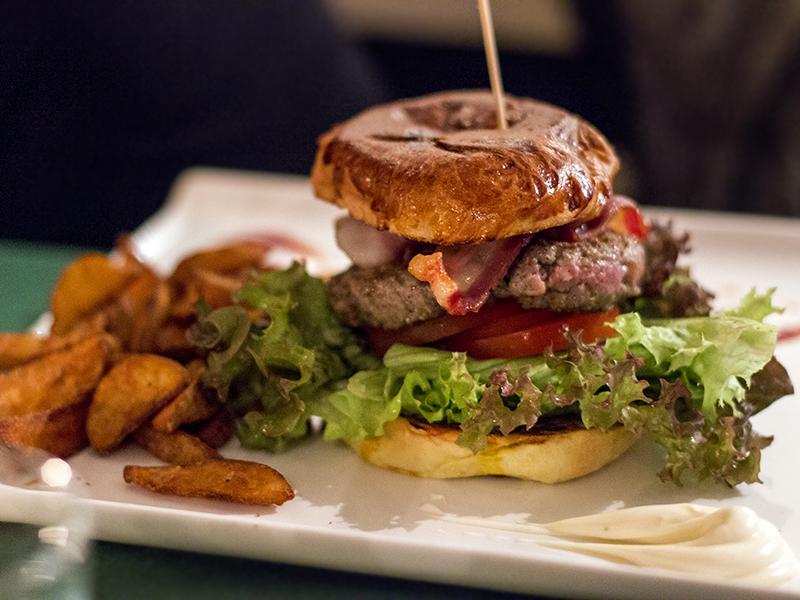Sunny side up, Hamburger a Milano, Prima Parte