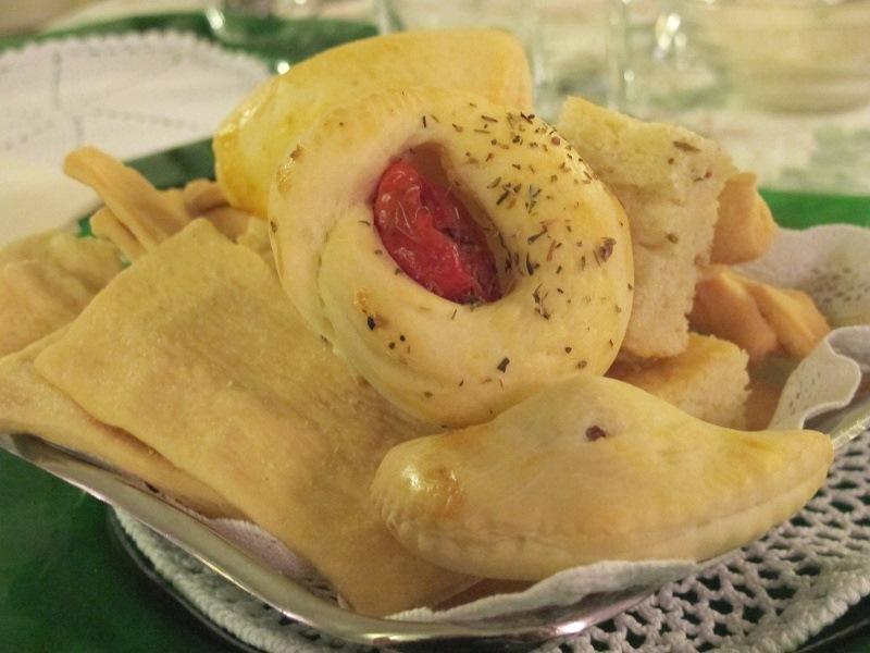pane focacce, grissini, Locanda delle Grazie, Chef Aldighieri, Curtatone
