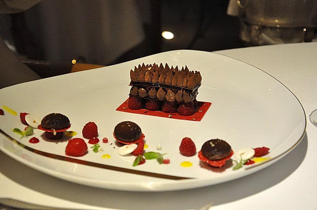 cioccolato nero e lamponi, La Vague d'Or, Chef Arnaud Donckele, Saint-Tropez