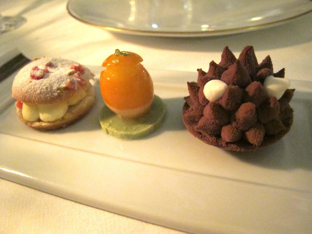 petit four, La Vague d'Or, Chef Arnaud Donckele, Saint-Tropez