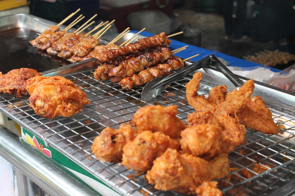 spiedini di maiale, Thai Street Food, Bangkok, Thailandia
