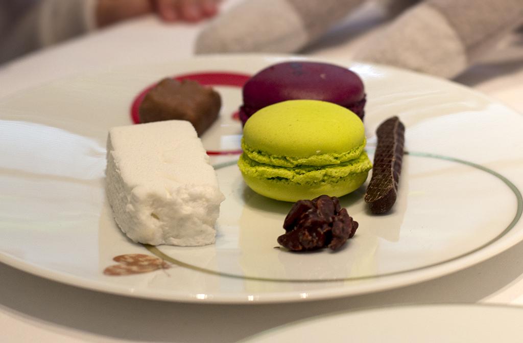 macarons, Epicure au Bristol, Chef Eric Frechon, Paris