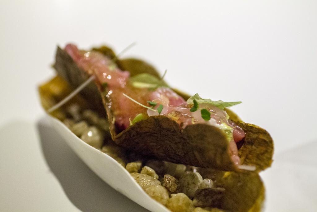 ventresca di tonno e alga croccante, Quique Dacosta, Denia, Spagna