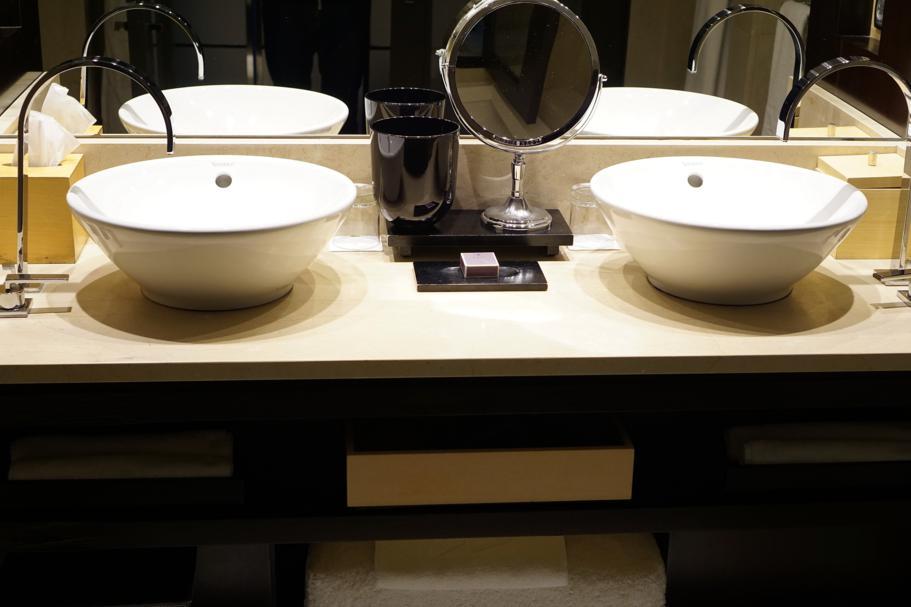 bagno con doccia, Hotel Arts Barcelona, The Ritz-Carlton, Barcellona