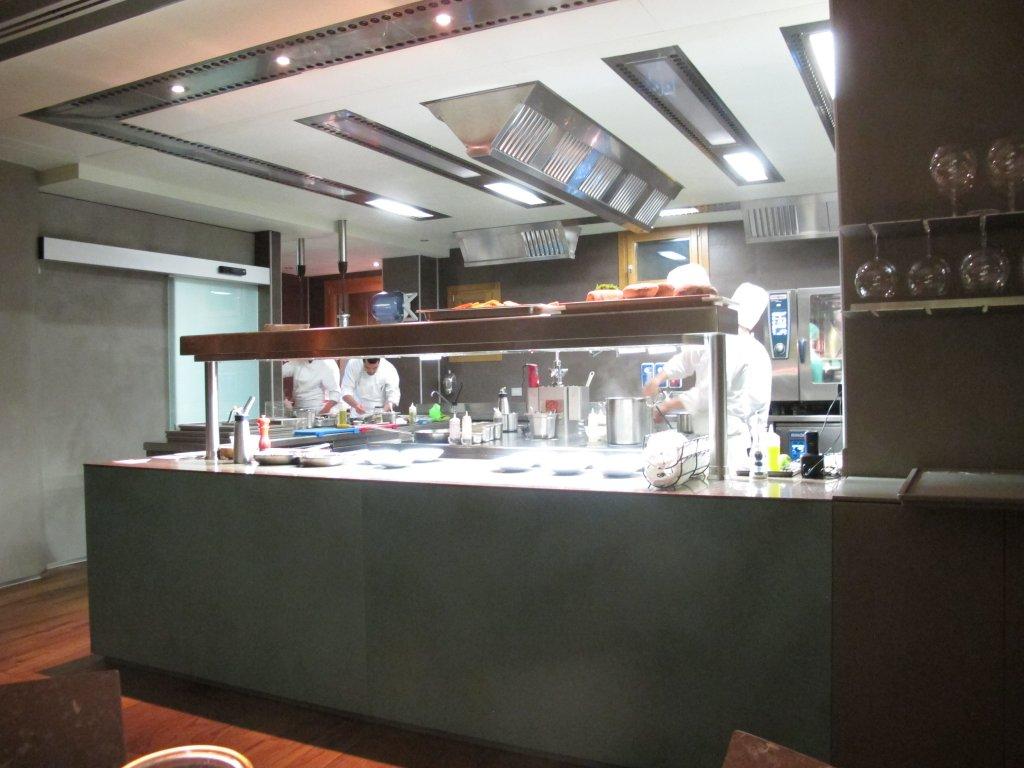 cucina a vista, Aqua Crua, Chef Giuliano Baldessari, Barbarano Vicentino