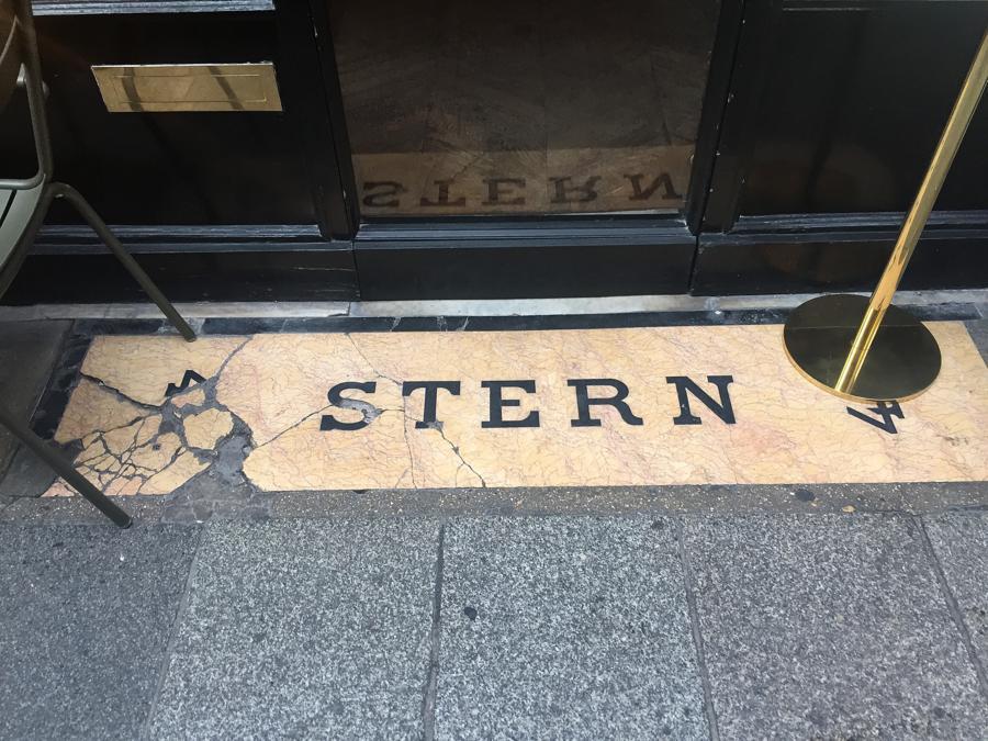 Cafe Stern, Parigi