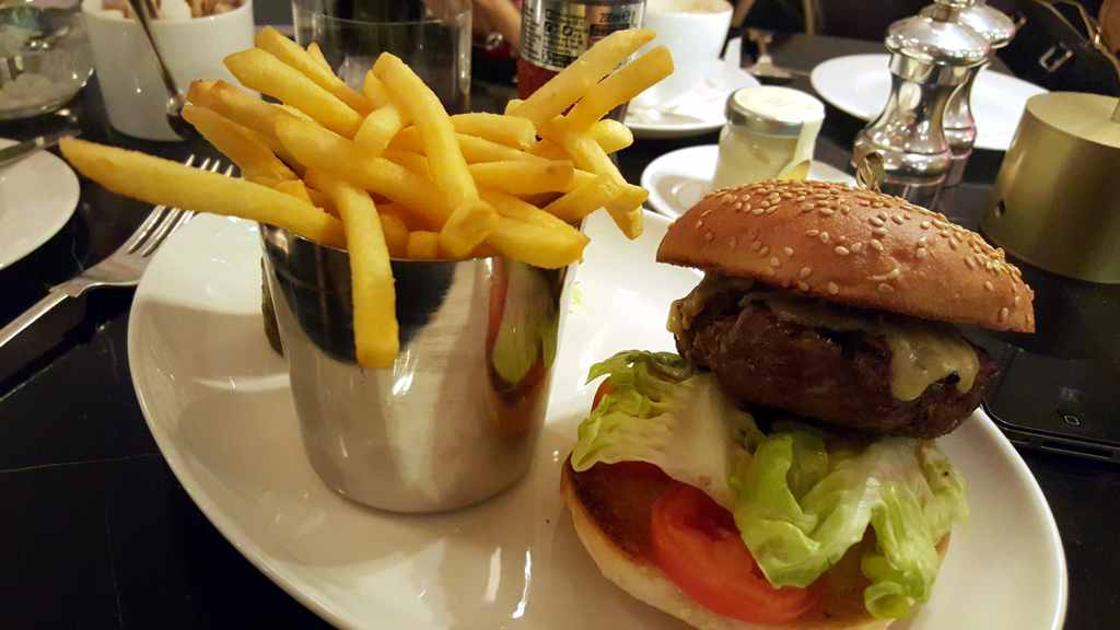 hamburger, Hotel Café Royal, London