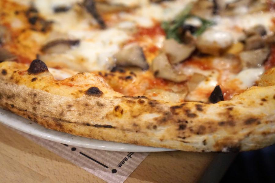 pizza, funghi, Pizzeria Salvo, Francesco e Salvatore Salvo, San Giorgio a Cremano, Napoli