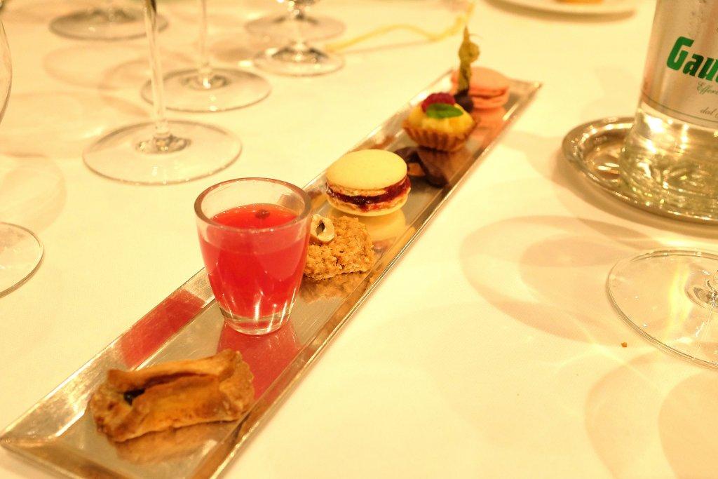piccola pasticceria, Taverna del Capitano, Chef Alfonso Caputo, Nerano, Napoli