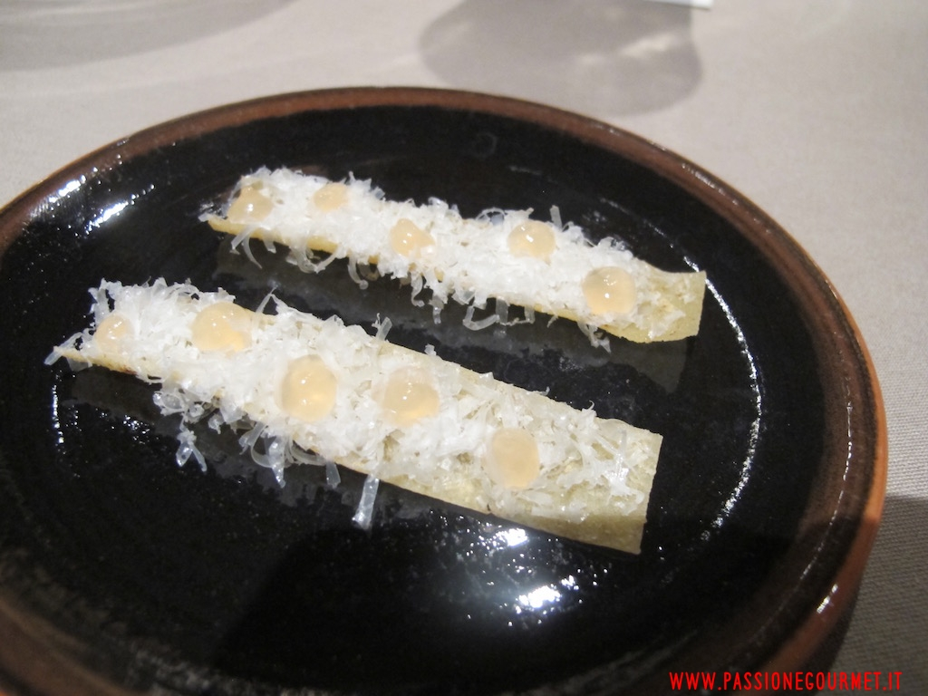 La Rei: Pane carasau, pecorino e gelatina di al pepe