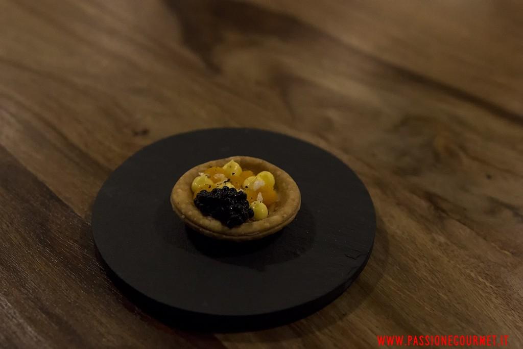 VOLM: Tarteletta di Parmigiano, zucca e caviale di aringa affumicato