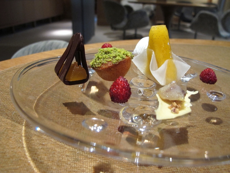 piccola pasticceria, Maison Troisgros, Chef Troisgros, Roanne, France
