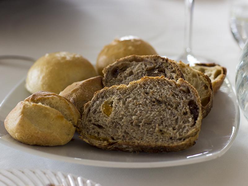 pane, La Ciau del Tornavento, Chef Maurilio Garola, Treiso,Cuneo