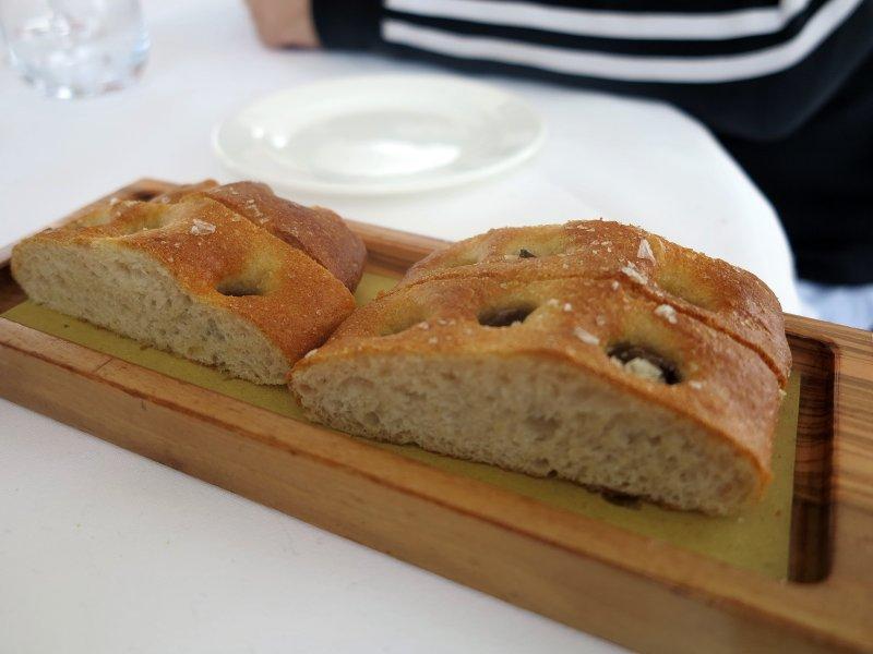 focaccia di olive, All'Enoteca, Davide Palluda, Canale, Cuneo