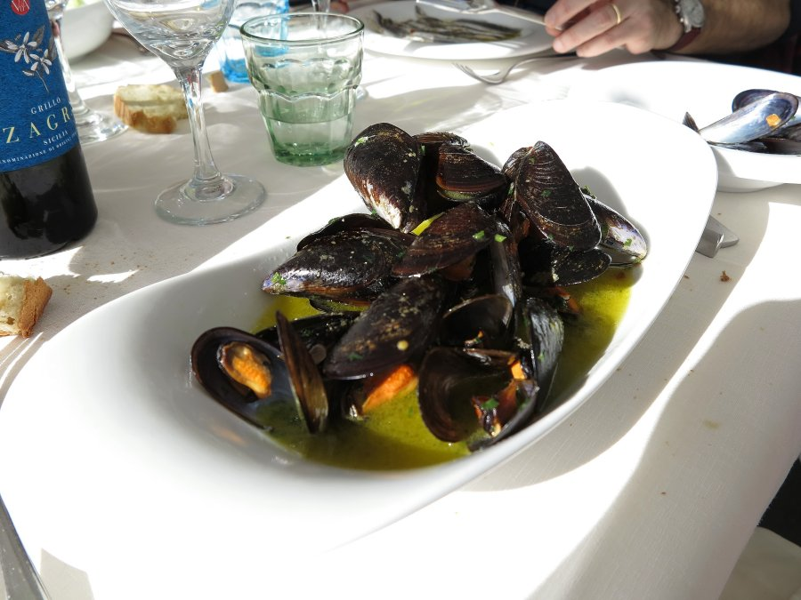 cozze fantastiche, Trattoria da Carmelo, Marina di Ragusa, Sicilia
