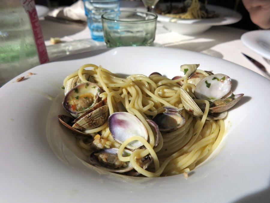spaghetti con vongole, Trattoria da Carmelo, Marina di Ragusa, Sicilia