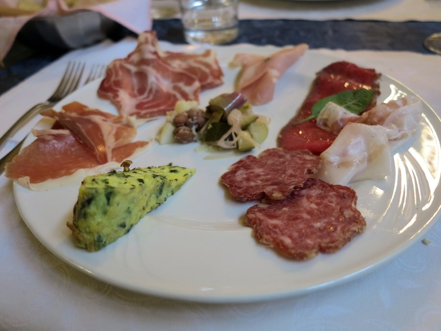 salumi misti e frittata, Caffè La Crepa, Isola Dovarese, Cremona