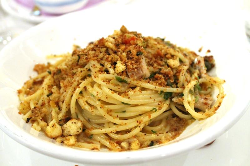 spagehtti, capperi, mollica, aglio rosso, Trattoria Mc Turiddu, Catania, Sicilia