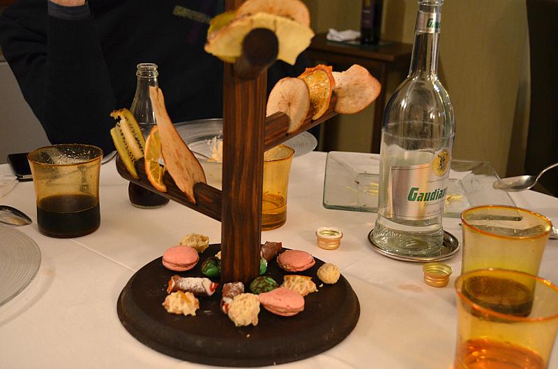 piccola pasticceria e frutta disidrata, Locanda Severino, Chef Lombardo, Caggiano, Salerno