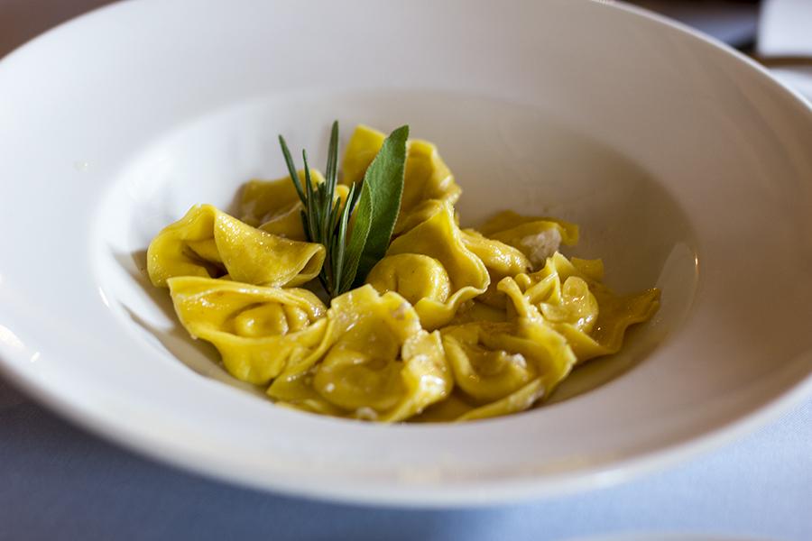 Cappelletti in brodo, La Présef, Chef Gianni Tarabini, Mantello