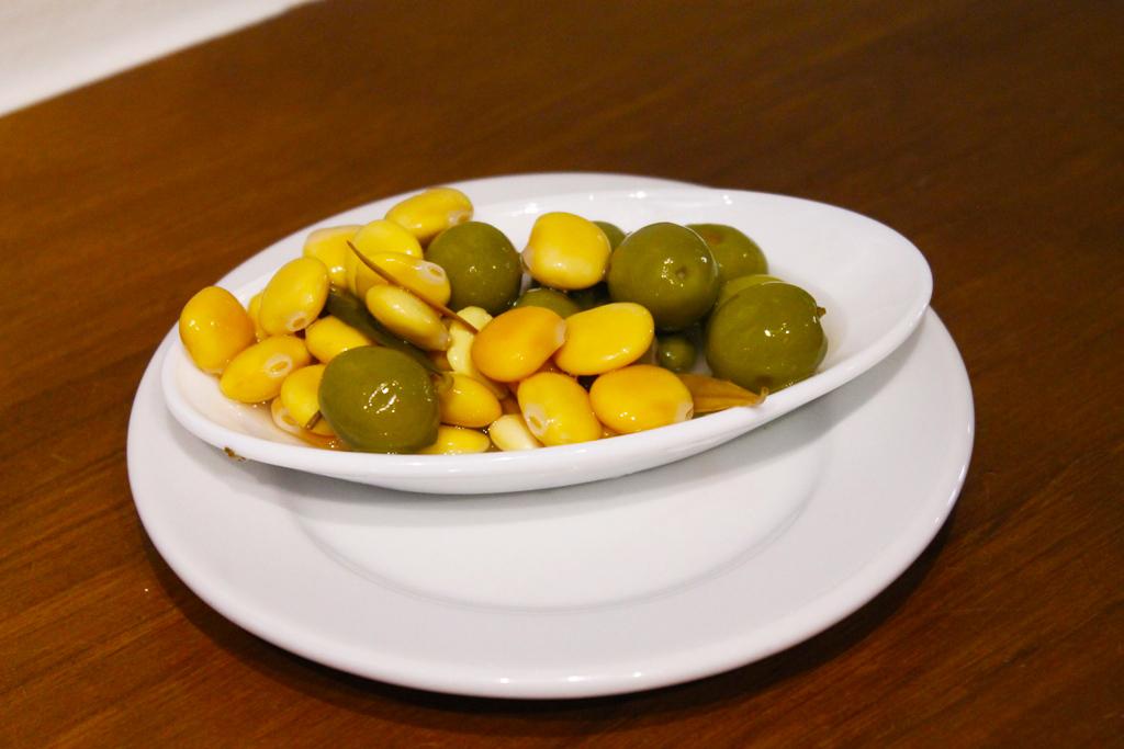 olive e lupini, Tapas Bar Eslava, Siviglia, Spagna