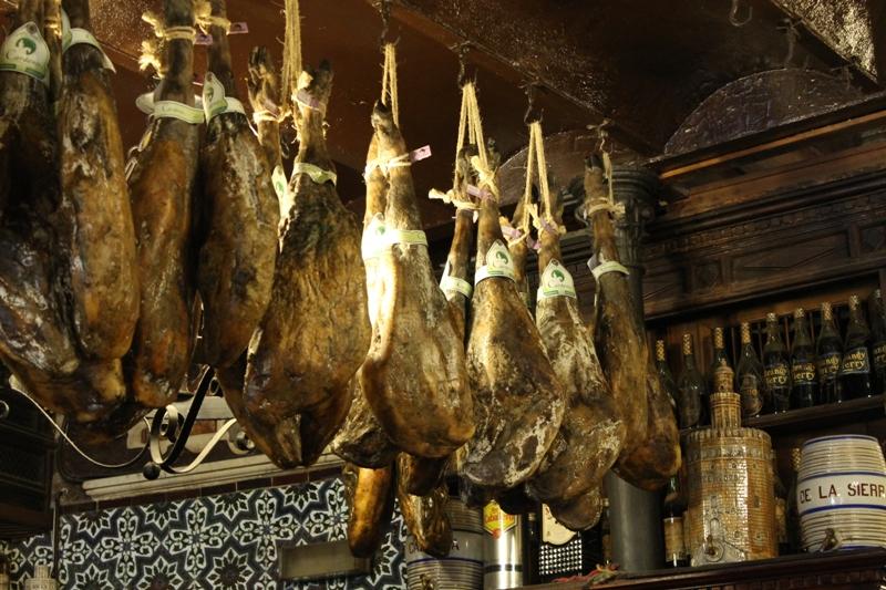 jamones, Tapas Bar El Rinconcillo, Sevilla