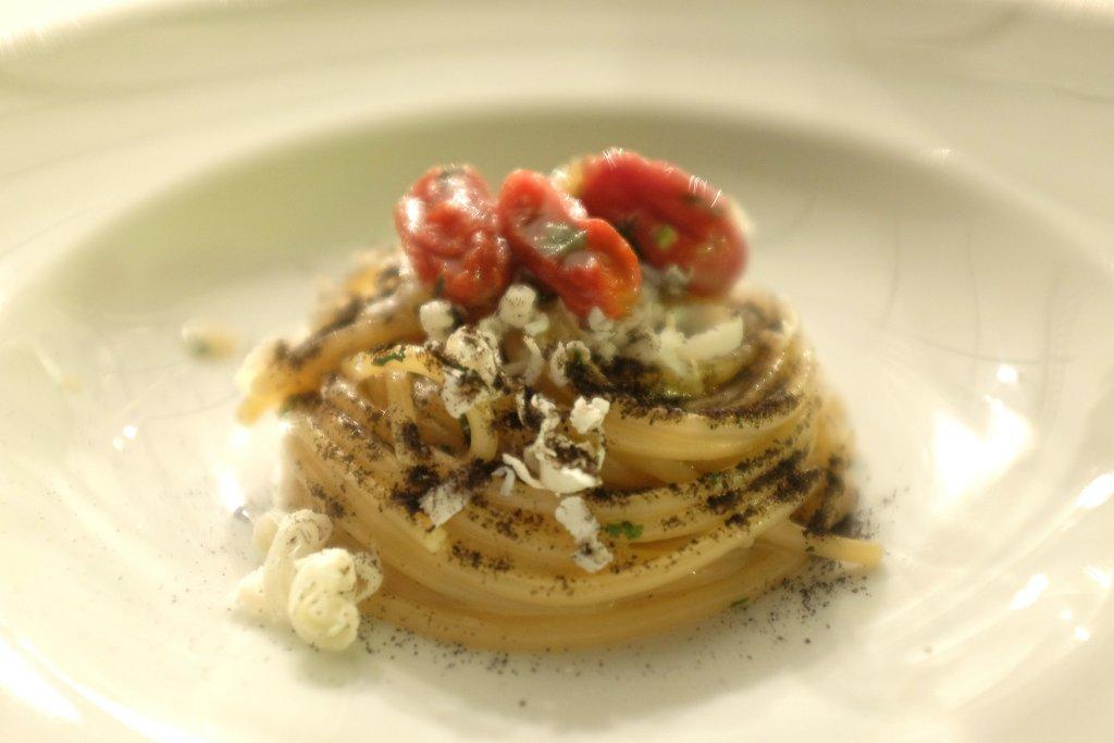 Spaghetti all'acqua di melanzana bruciata, La gazza ladra, Chef David Tamburini, Modica, Ragusa
