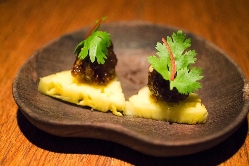 Ananas e maiale marinato, Metropolitan Hotel, Chef David Thompson, Bangkok, Thailand