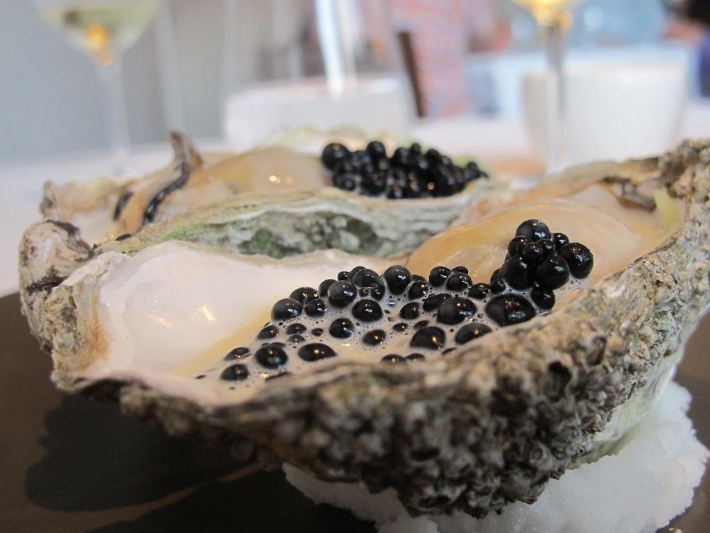 Ostrica poché, salsa champagne, Trinity, Chef Adam Byatt, Londra