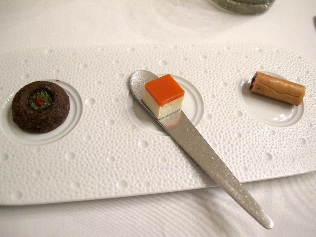 amouse bouche, Oustau de Baumanière, Chef Jean Andrè Charial, Sylvestre Wahid, Les Baux de Provence