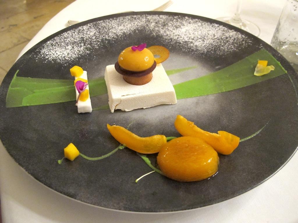 albicocca con mango, Oustau de Baumanière, Chef Jean Andrè Charial, Sylvestre Wahid, Les Baux de Provence