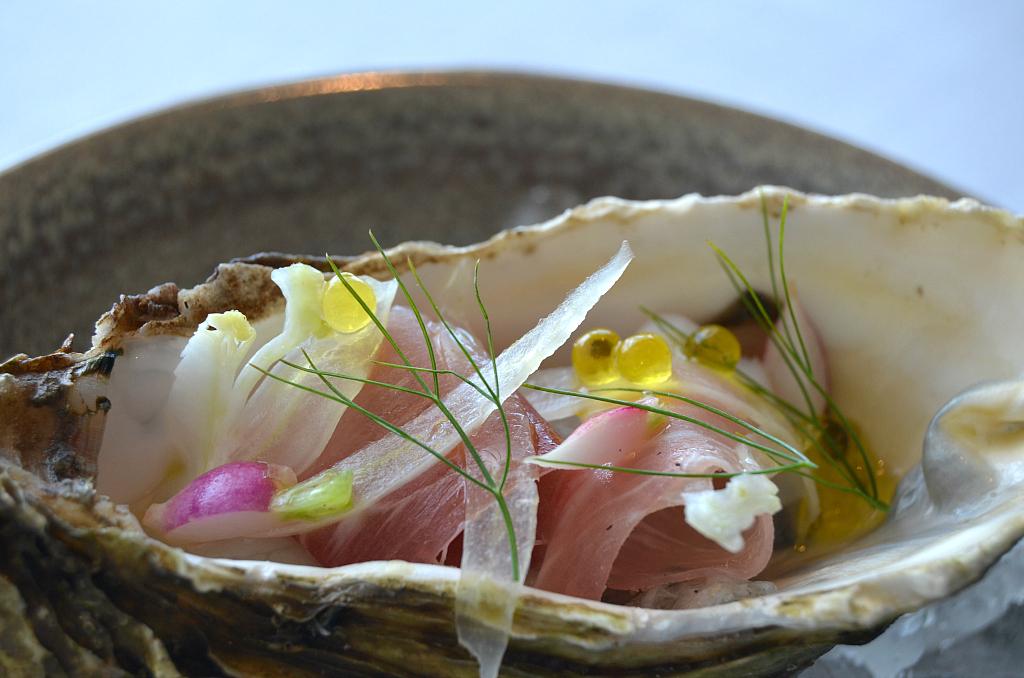 Ostrica con caviale e prosciutto, Jaan, Chef Julien Royer, Singapore
