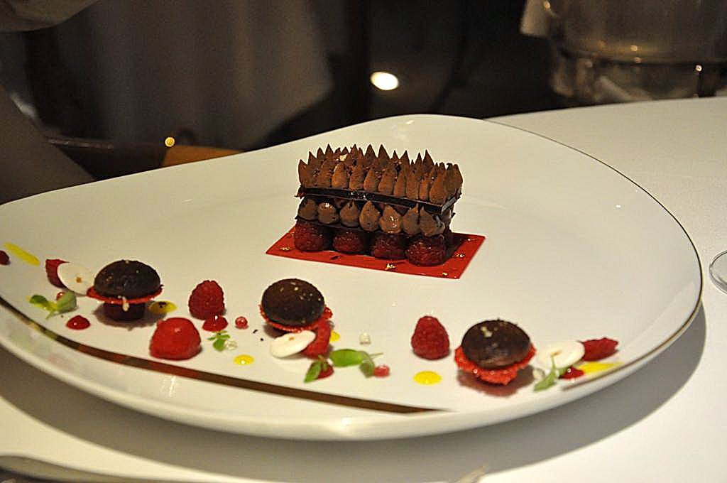 cioccolato nero e lamponi, La Vague d'Or, Chef Arnaud Donckele, Saint-Tropez