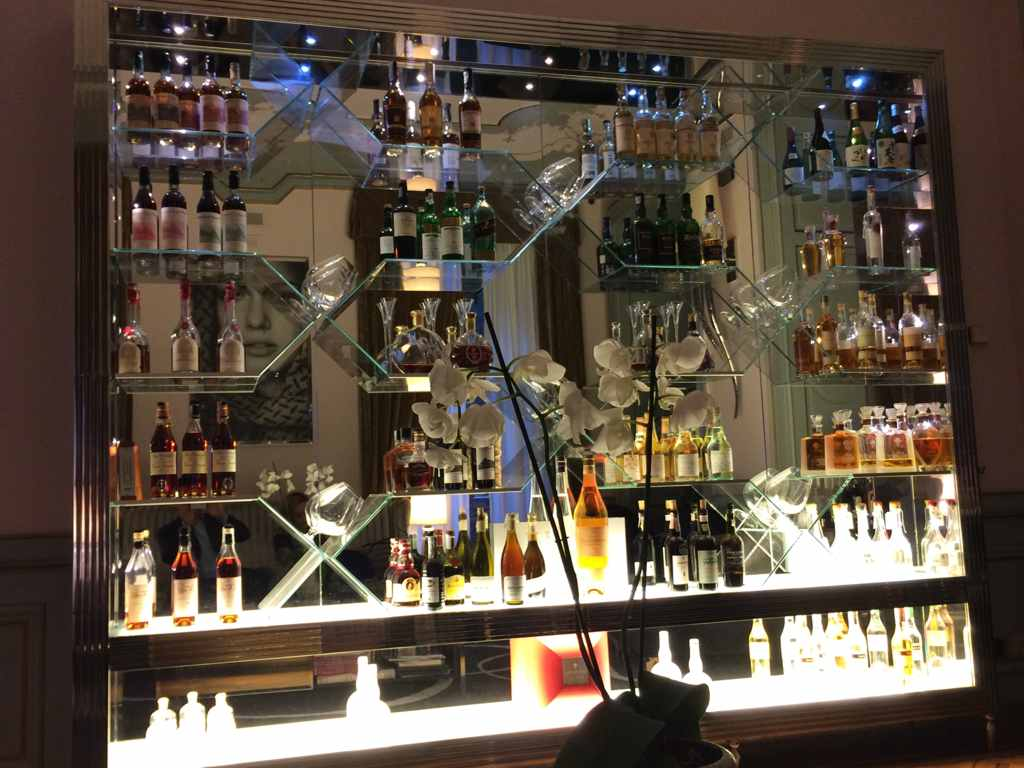 Bar dell'hotel, Villa Crespi, Antonino Cannavacciuolo via Fava 18, Orta San Giulio, Novara
