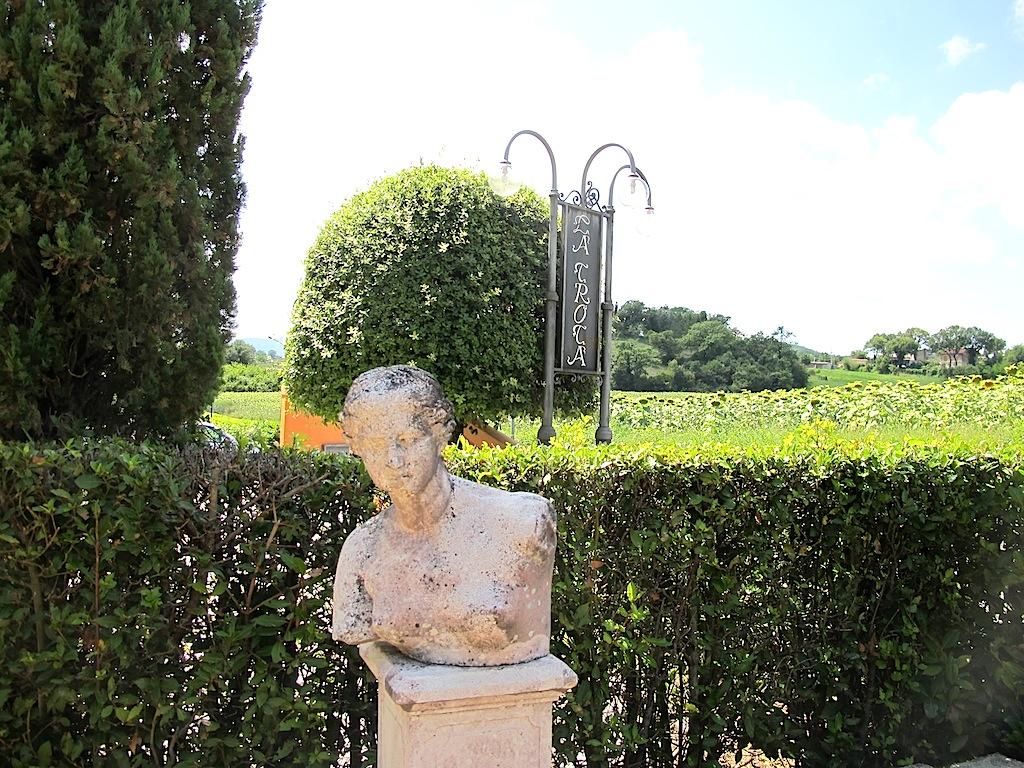 statue, La Trota, Chef Sandro e Maurizio Serva, Rivodutri, Rieti