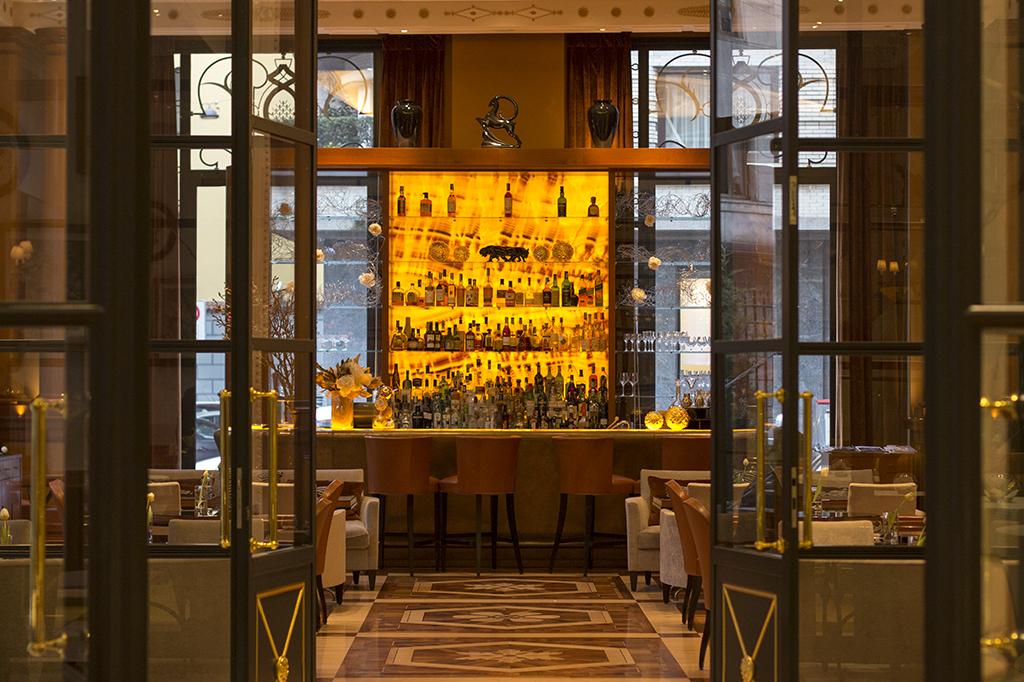 bancone, Palazzo Parigi, Chef Luigi Taglienti, Milano