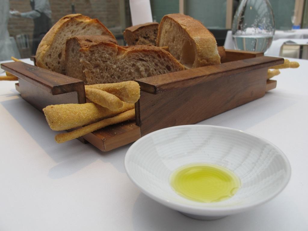 pane con olio,  Antica Osteria da Cera, Chef Lionello Cera, Lughetto di Campagna Lupia, Venezia