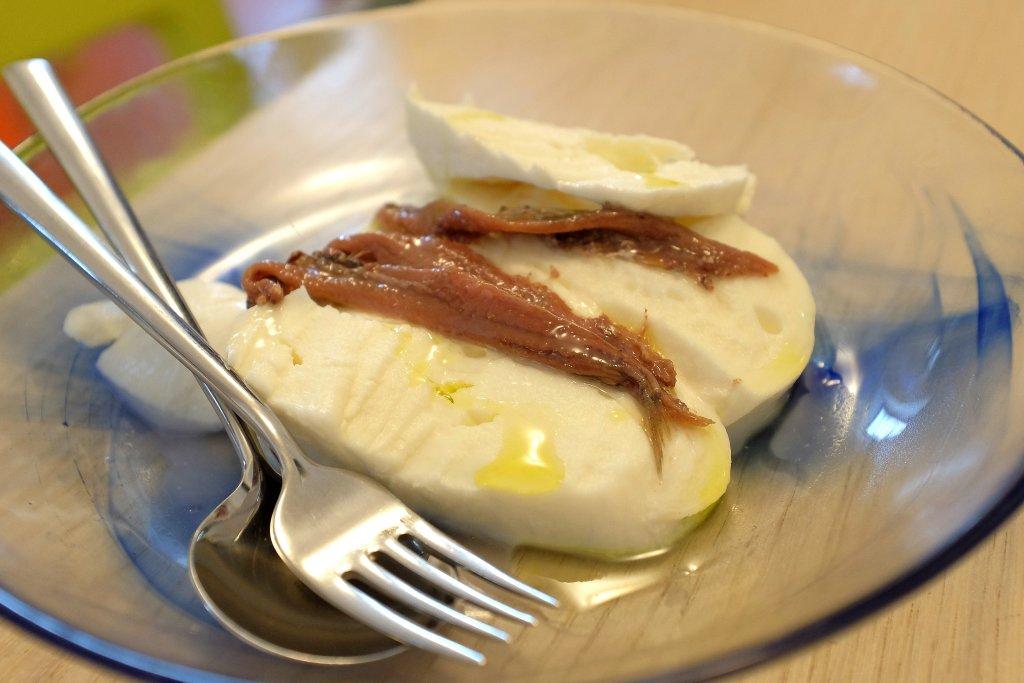 mozzarella con olio e alici, Burro&Alici Locanda di Mare, Chef Pasquale Torrente, Erbusco, Franciacorta