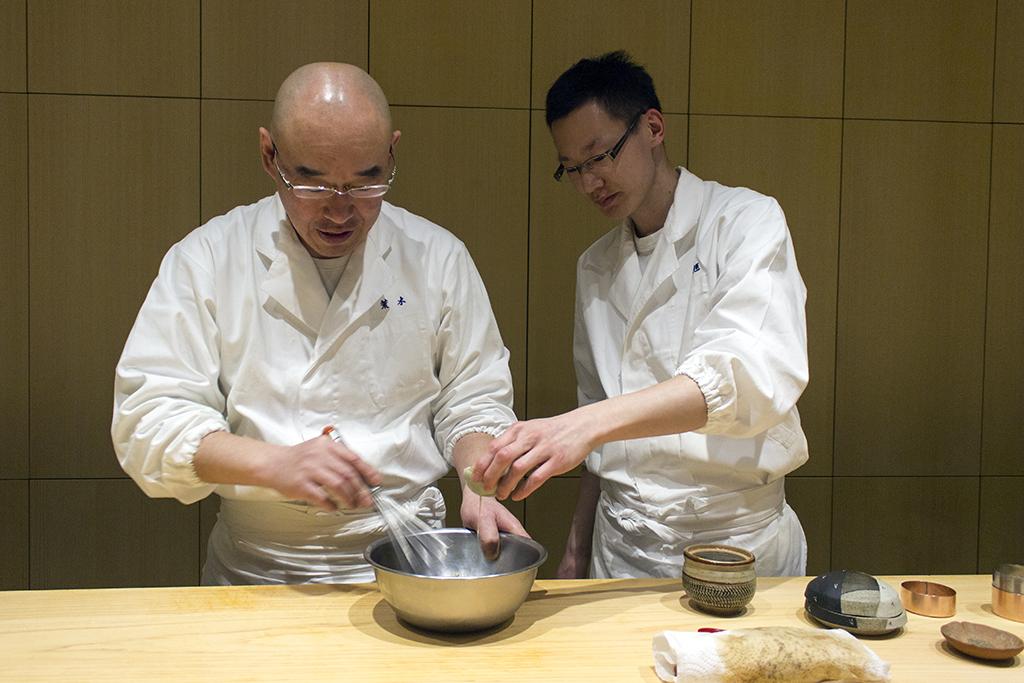 preparazione della maionese, The Araki, Chef Mitsuhiro Araki, London