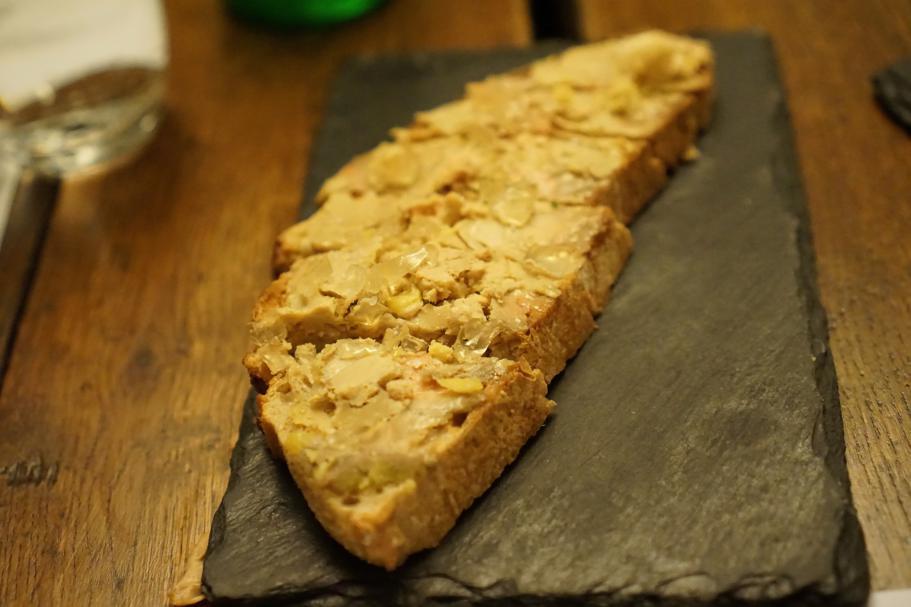tartina con foie gras, Maison du Colombier, Chef Roland Chanliaud, Beaune, Francia
