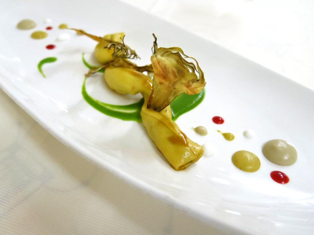 Cannoli di olive nere con pollo alla lavanda, La Trota, Chef Sandro e Maurizio Serva, Rivodutri, Abruzzo