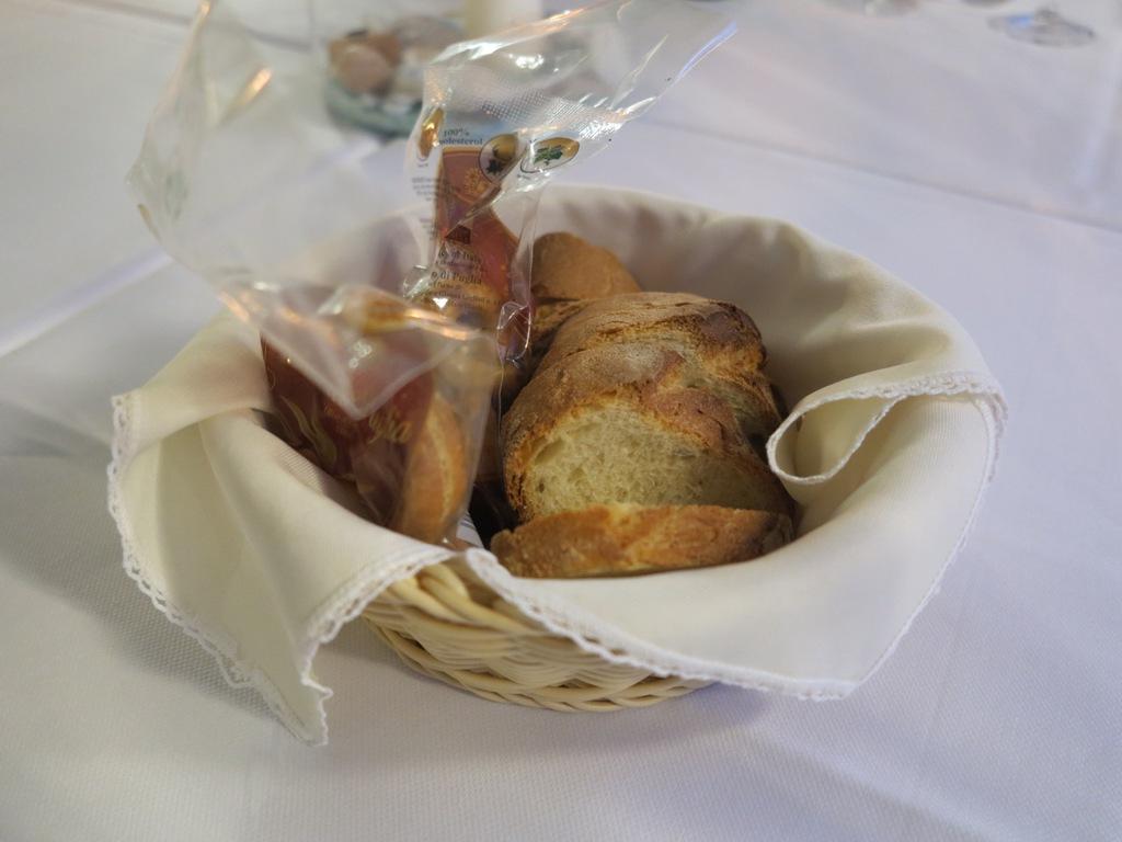 Pane e taralli, Da Tuccino, Chef Enzo Florio, Polignano A Mare