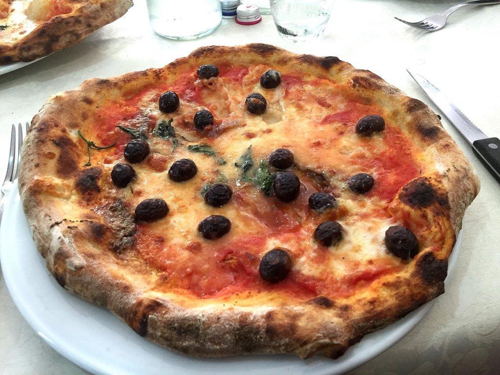 pizza olive e alici, 'A Tarantella