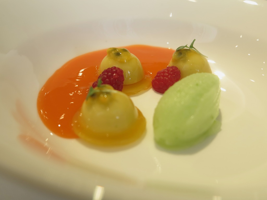 mango carote melaverde e sesamo, amuse bouche, Villa Crespi, Chef Antonino Cannavacciuolo, Orta San Giulio, Masterchef