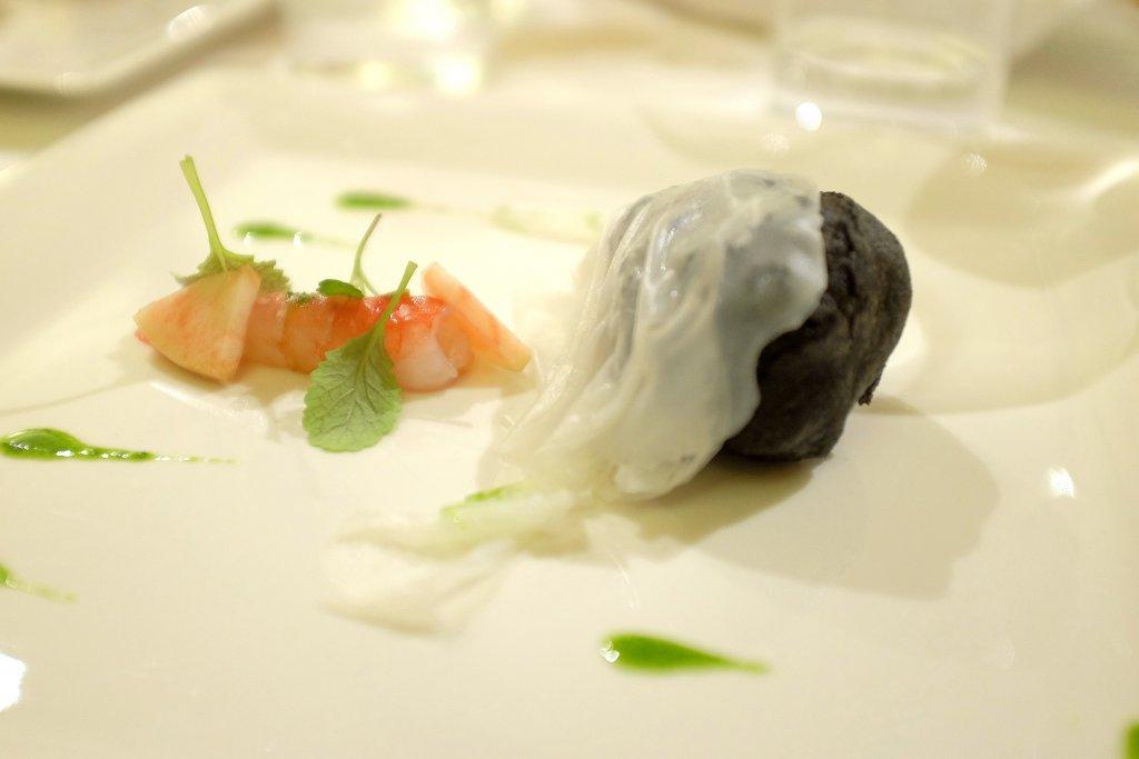 bignè al nero ripieno di barrato, Taverna Estia, Chef Francesco Sposito, Brusciano