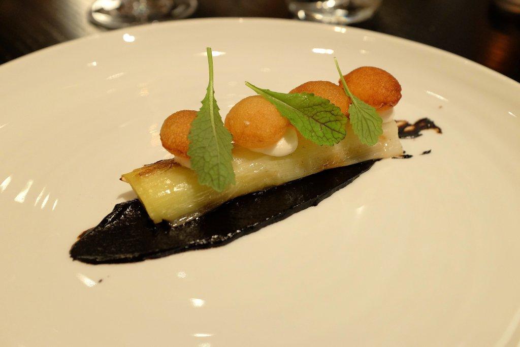 porro, aglio nero, crema di mandorle, Berton, Chef Andrea Berton, Milano