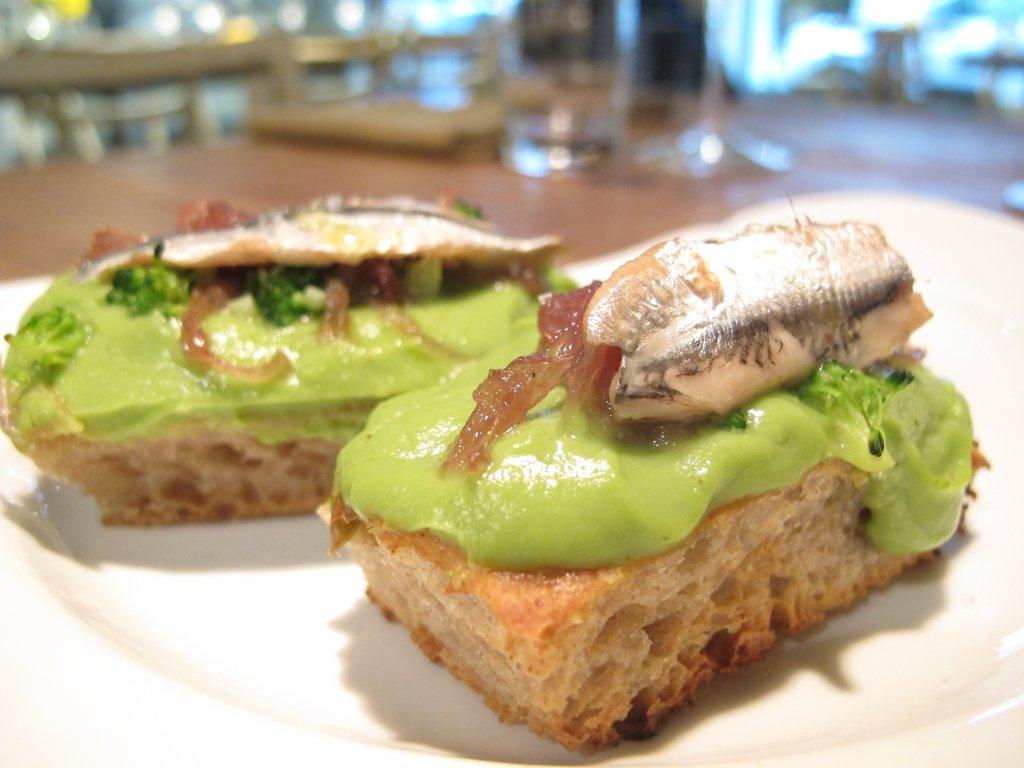 focaccia con broccoli e alici, Esco Bistrò Mediterraneo, Chef Francesco Passalacqua, Milano