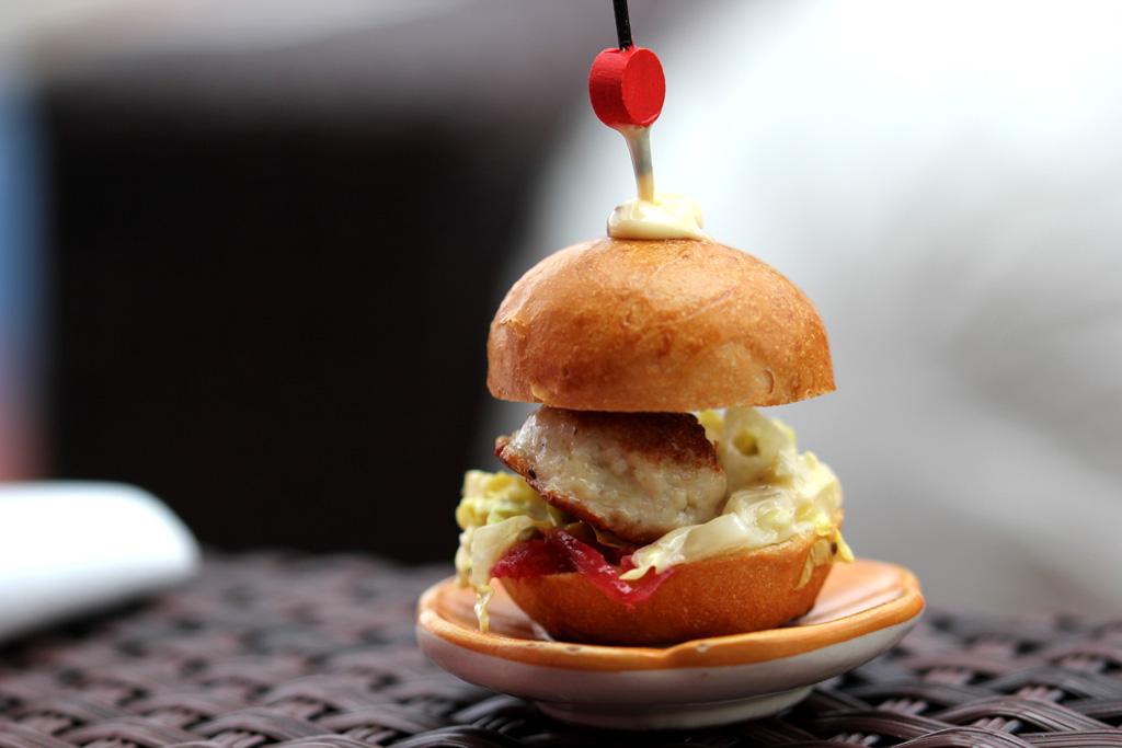 panino con hamburger di pollo, Torre del Saracino, Chef Gennaro Esposito, Vico Equense, Napoli