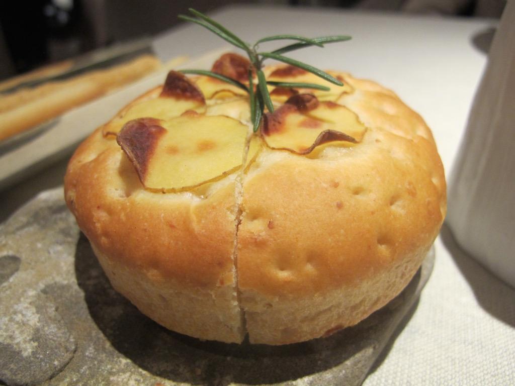 focaccia di patate, Ristorante Agli Amici, Chef Emanuele Scarello, Udine